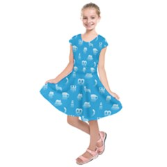 Oktoberfest Bavarian October Beer Festival Motifs In Bavarian Blue Kids  Short Sleeve Dress by PodArtist